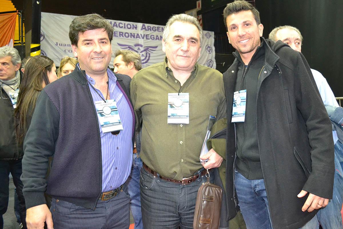 El Sec. Gral. Jorge Frías junto con los Cros. Juan Carlos Schmid y Juan Pablo Brey